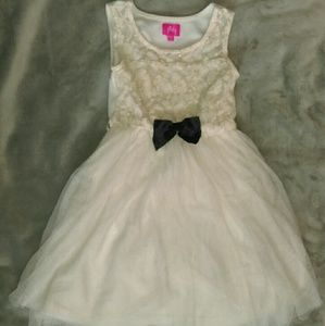 Girls Sz 6 cream tulle dress